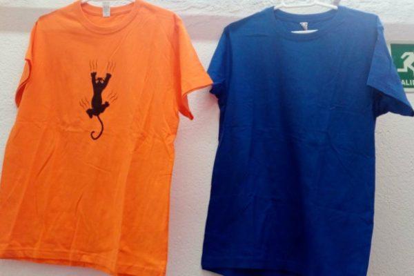 Camiseta manga corta, gato en espalda o pecho